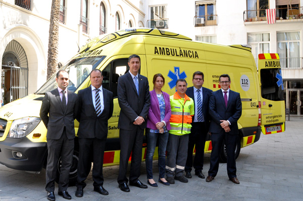La Pau adquireix dues ambulàncies Mercedes-Benz